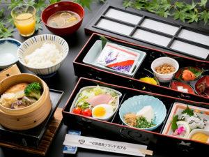 ご朝食はお一人様ずつ和食をご用意